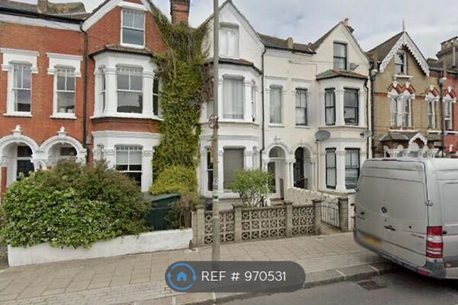 Room to rent in Broomwood Road, London SW11