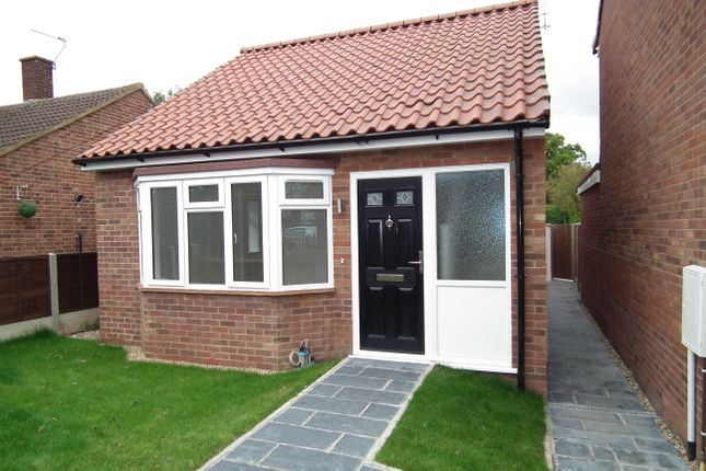 Thumbnail Bungalow for sale in Somers Square, North Mymms, Hatfield