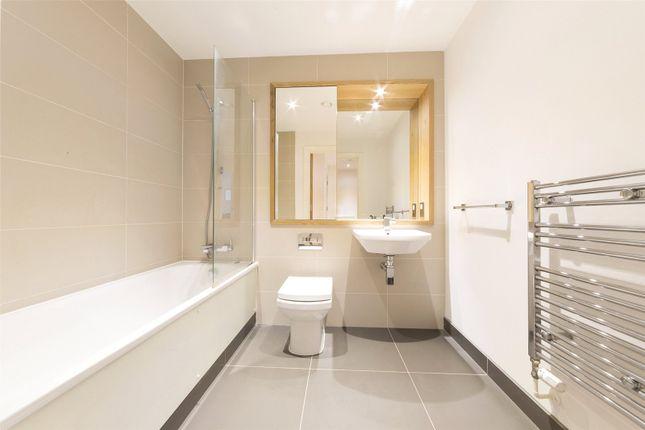 Bathroom of Jubilee Court, 20 Victoria Parade, London SE10