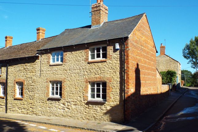 Thumbnail Cottage to rent in 1 Chequers Lane, Grendon, Northamptonshire