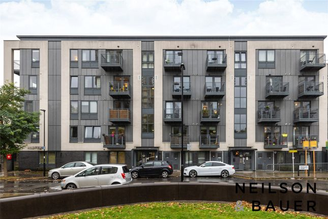 Thumbnail Flat to rent in Hollyfield, Pooles Park, London