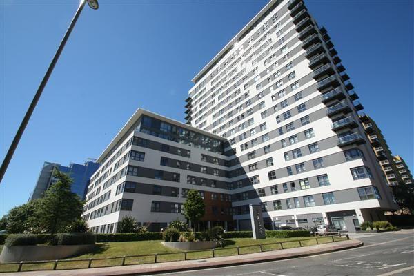 Thumbnail Flat to rent in Skyline Plaza, Town Centre, Basingstoke, Hants