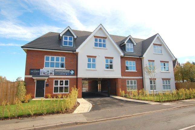 Thumbnail Flat for sale in New Haw Road, Addlestone