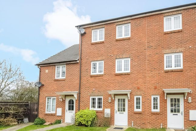 Thumbnail Town house to rent in Chatsworth Park, Winnersh