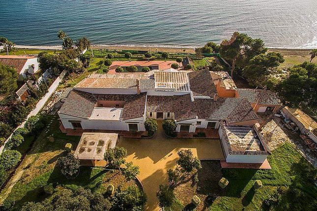 Thumbnail Villa for sale in Estepona, Málaga, Spain