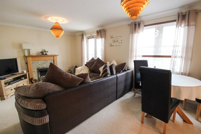 Living/Dining of Collum House Road, Scunthorpe DN16