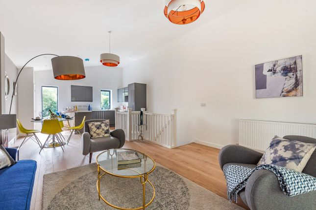 Thumbnail Town house for sale in Bath Road, Stroud