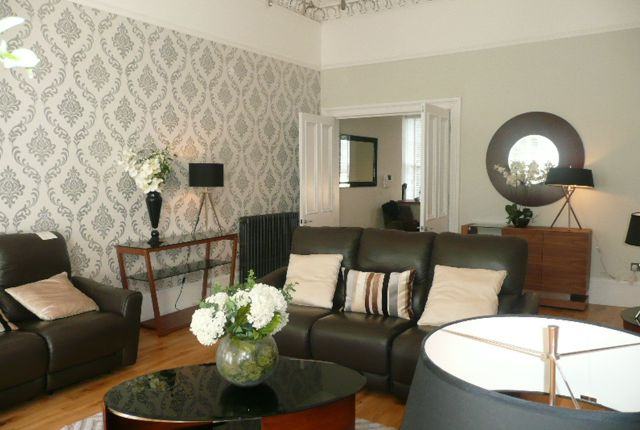 Thumbnail Flat to rent in Royal Crescent, Glasgow