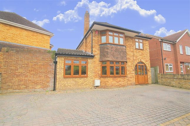 Thumbnail Detached house to rent in Park Lane, Langley, Berkshire
