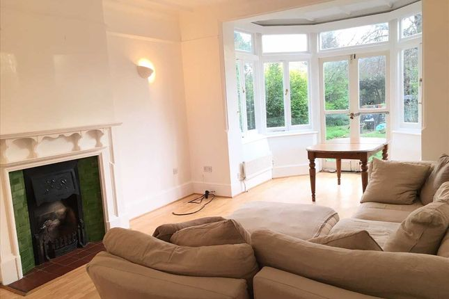 Flat in  Clarendon Drive  London S Putney