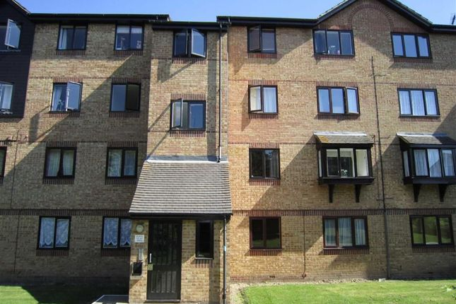 1 bed flat to rent in Waterville Drive, Basildon, Essex SS16