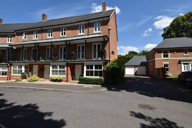 Thumbnail Town house to rent in Stone Court, Maidenbower, Crawley