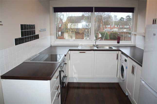 Thumbnail Maisonette to rent in Wallace Close, Woodley, Reading, Berkshire