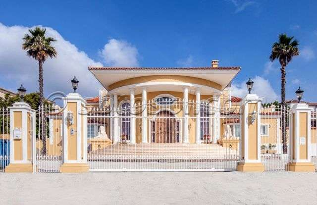 Thumbnail Villa for sale in Sotogrande Alto, Cádiz, Andalusia, Spain