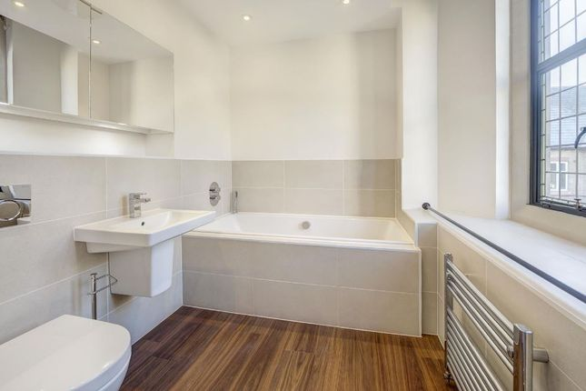 Bathroom-2-74 of Havanna Drive, London NW11