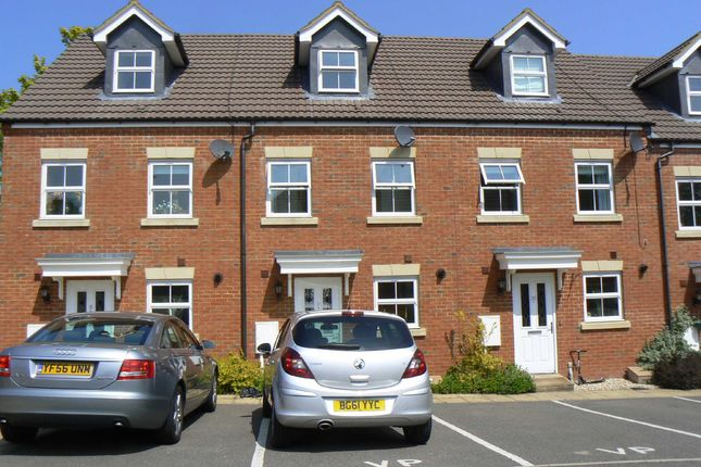 Thumbnail Town house to rent in Curchin Close, Biggin Hill, Westerham