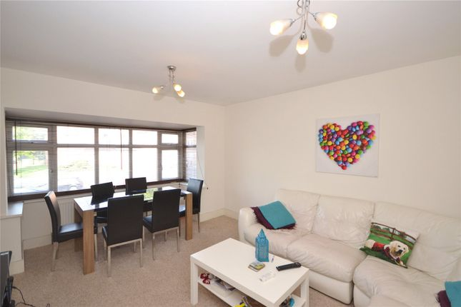 2 bed flat to rent in Watford Way, Mill Hill