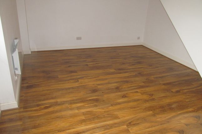 Thumbnail Flat to rent in Farnham Drive, Reading