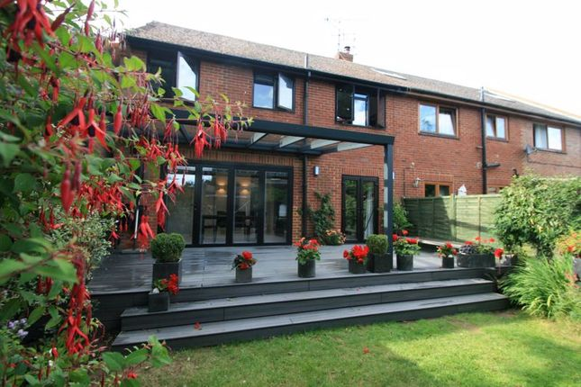 Thumbnail Detached house for sale in Sycamore Drive, Twyford, Reading
