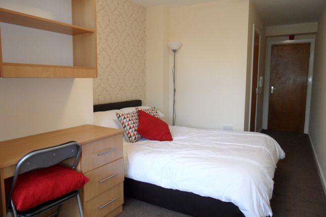 Flat to rent in 16 Longside Lane, University, Bradford