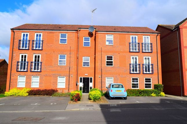 Thumbnail Flat to rent in Newport Pagnell Road, Wootton, Northampton