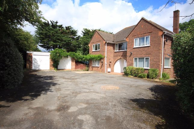 Thumbnail Detached house for sale in Altwood Drive, Maidenhead