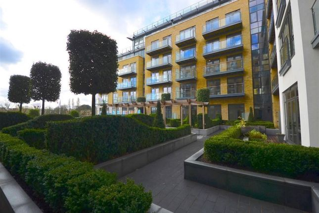 Thumbnail Flat for sale in Quayside House, Kew Bridge Road, Brentford
