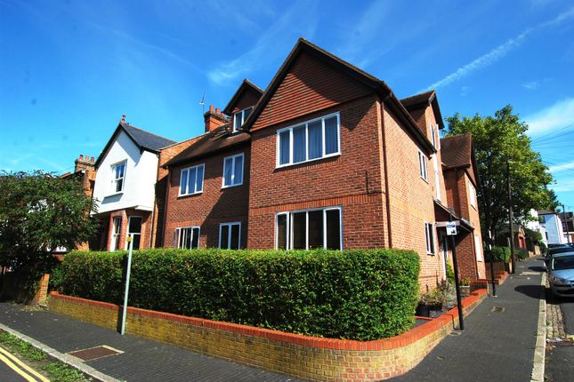 2 bed flat to rent in Printers Court, Thorpe Road, St. Albans AL1