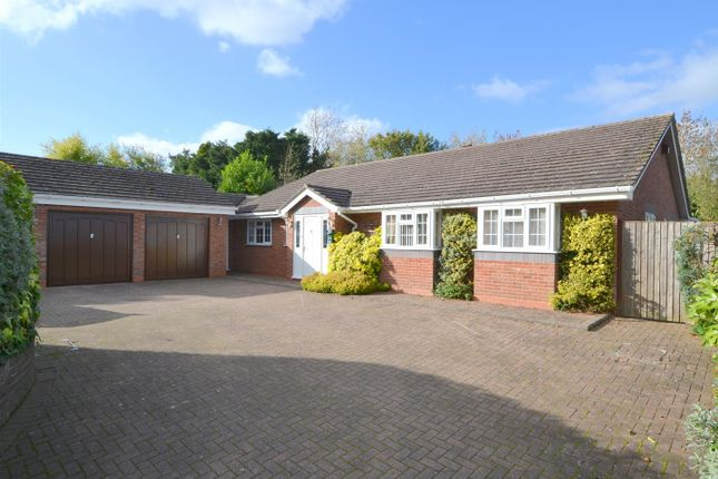 Thumbnail Detached bungalow for sale in Fromes Hill, Ledbury