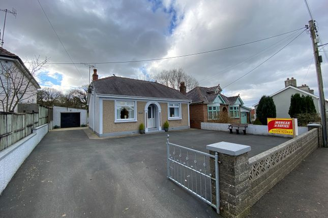 2 bed detached bungalow for sale in Llanybydder SA40