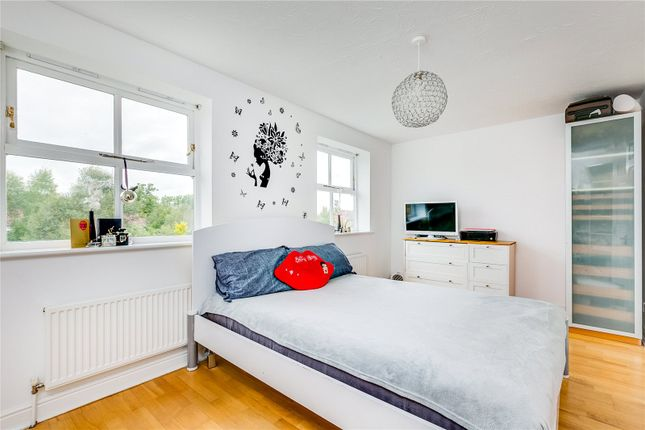 Bedroom of Massingberd Way, London SW17
