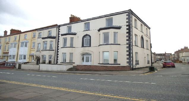 2 bed flat to rent in Highcliff Road, Cleethorpes DN35