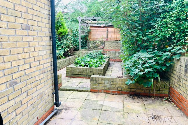 Thumbnail Flat to rent in Dunlace Road, Hackney