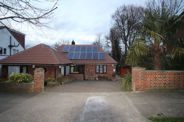 Thumbnail Bungalow to rent in Mount Road, New Barnet, Barnet