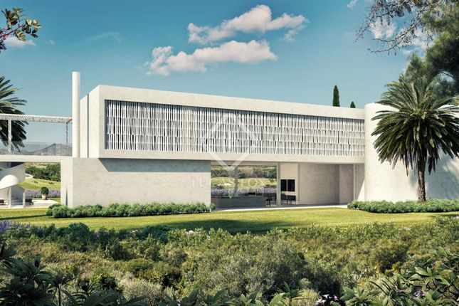 Thumbnail Villa for sale in Spain, Andalucía, Costa Del Sol, Marbella, Estepona, Mrb8625