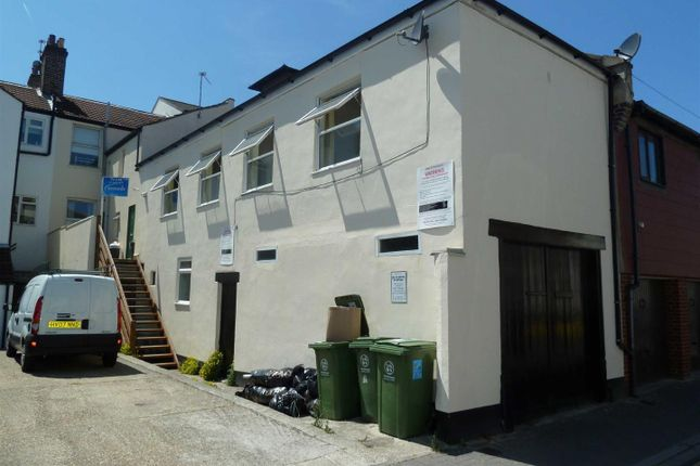 2 bed flat to rent in Wilton Place, Southsea