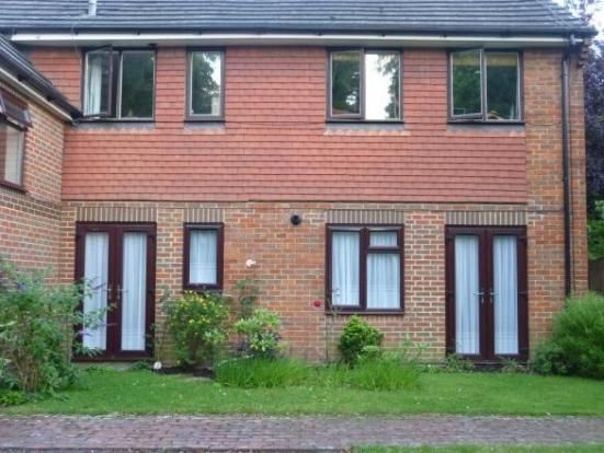Thumbnail Flat to rent in Lincoln Court, London Road, Liphook, Hampshire