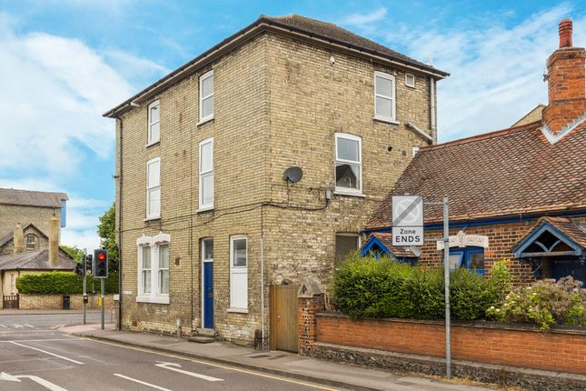 Thumbnail Flat for sale in Queens Road, Royston