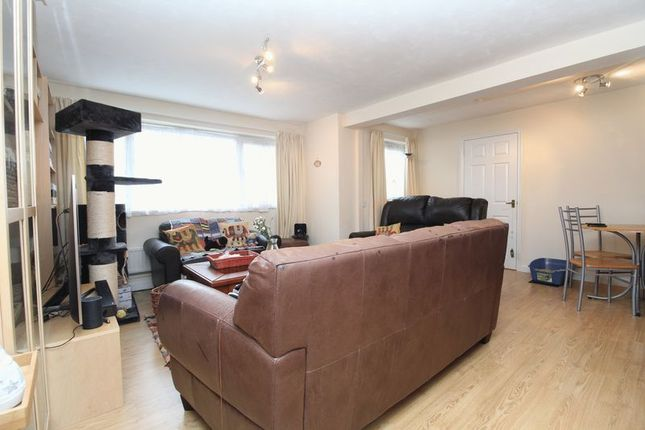 Thumbnail Flat for sale in Camford Court, Kempston