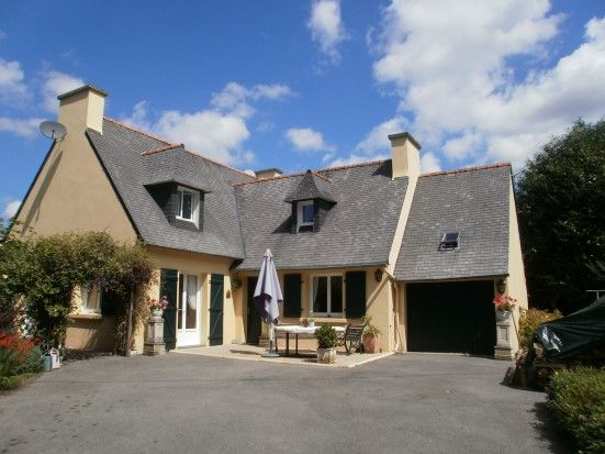 4 bed detached house for sale in 29270 Carhaix-Plouguer, Finistère, Brittany, France