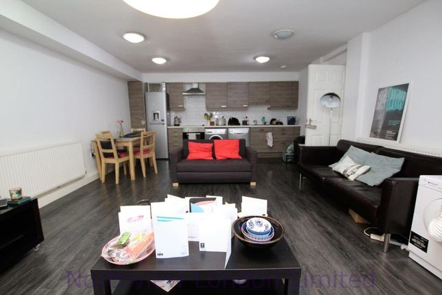 3 bed flat to rent in Gloucester Drive, Finsbury Park