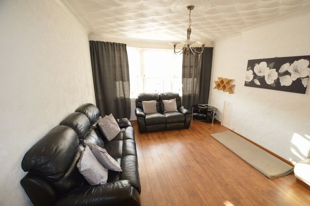 Thumbnail Flat to rent in Kelburne Oval, Paisley, Renfrewshire PA1,