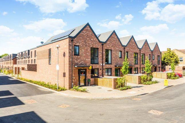 Thumbnail Terraced house for sale in 8 Reynard Way, Brentford