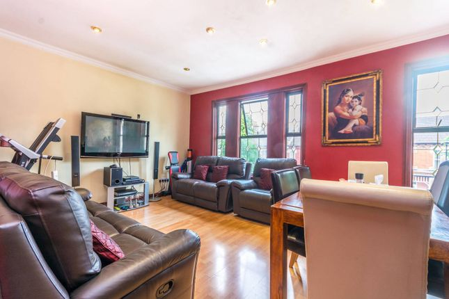 Thumbnail Flat for sale in Hardwicke Road, Bowes Park