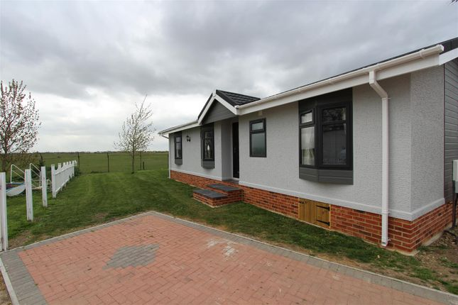 Thumbnail Mobile/park home for sale in Irwin Road, Minster On Sea, Sheerness
