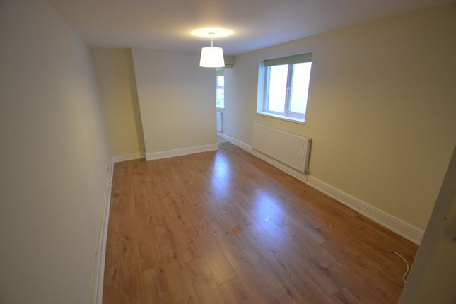 2 bedroom flat to rent in Harriet Street, Cathays, Cardiff