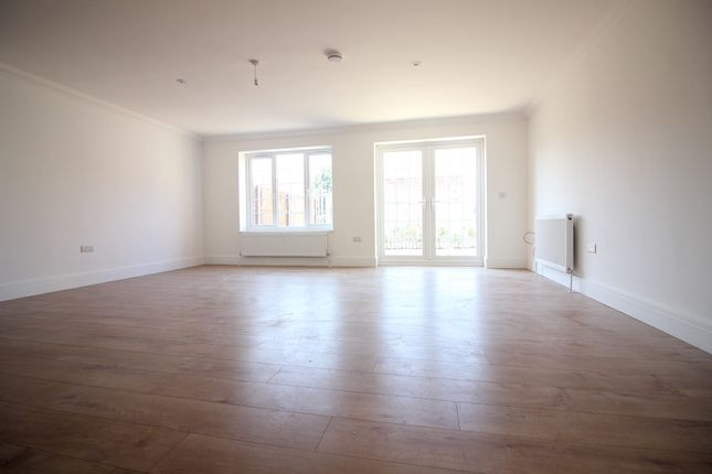 Thumbnail Semi-detached house to rent in Langley Road, Langley