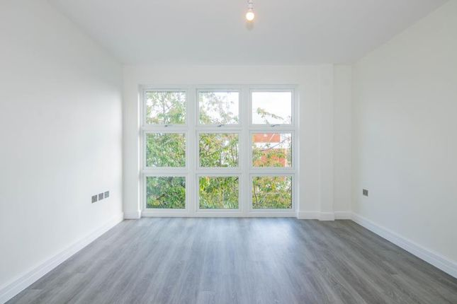 Thumbnail Flat for sale in Radnor Road, Kestrel House, Twickenham