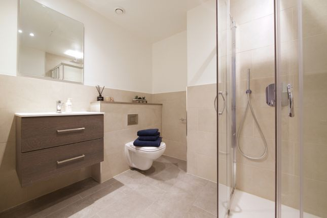1 bedroom flat for sale in Grand Union Canal, West Drayton