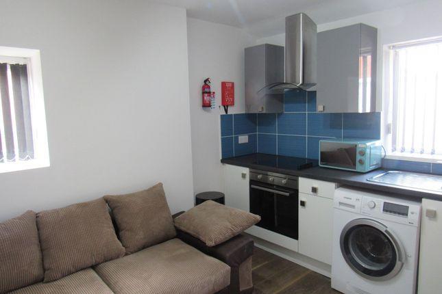 Flat to rent in Hawkins Street, Preston